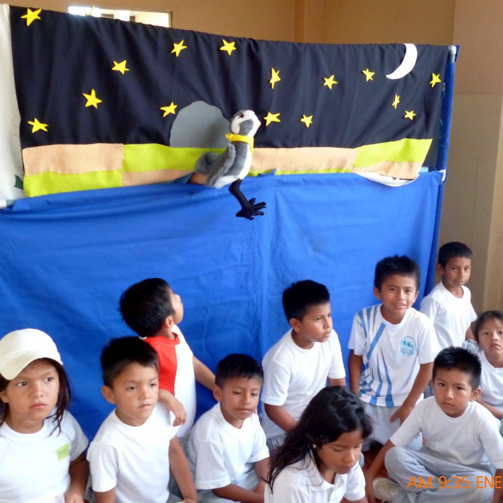 Foto 16. Teatrino en escuelas de Muey